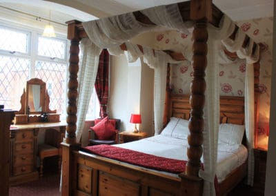 Room1 King-Size Four Poster